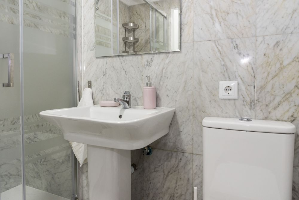 https://helpaccommodation.sextan.eu/upload/flats/PP29_32/PP29_32-bathroom B_2.jpg